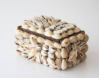 Vintage Shell Trinket Jewelry Box - Surf Shack - Cottage Decor