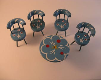 dollhouse furniture pedestal table and chairs blue and white rosemaling details country cottage