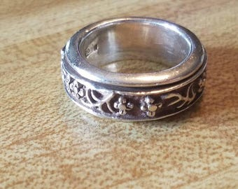 Vintage Sterling Silver Repeating Floral Flower Pattern Band Spinner Ring 1990s 925 Patina Size 6