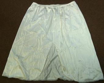 "Vintage Women's Full Slip Made By Vanity Fair Size L Ivory Style #11-760 100% Nylon 24"""