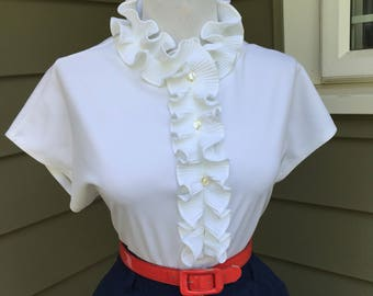 Flirty Vintage WHITE 1950s 1960s Fitted Button Down Short Sleeve Blouse w Ruffle Collar