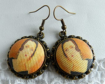 Earrings composed of illustrated fabric cabochons Modigliani