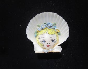 Vintage Girl with Bonnet Shell Pin / Shell Art