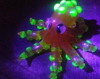 RaRE & UNiQuE Iarge Glass Octopus Sculpture Blacklight Reactive