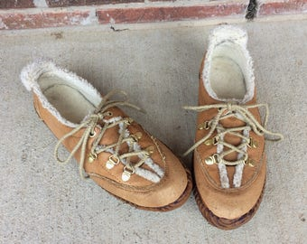 vtg 70s TAN Lace-Up Faux Shearling HIKING SHOES hippie 6.5 boho winter leather faux fur ankle boots