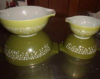 vintage 4 piece pyrex spring blossom crazy daisy nesting cinderella mixing bowls avocada