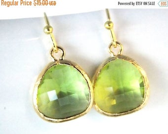SALE Green Earrings, Peridot Earrings, Apple Green, Gold Earrings, Soft Green, Bridesmaid Earrings, Bridal Earrings Jewelry, Bridesmaid Gift