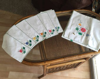 Vintage French tablecloth & SIX napkins mint Brode Main handwork ultra-fine needlework applique embroidered floral 1940 1950 flowers 52 inch