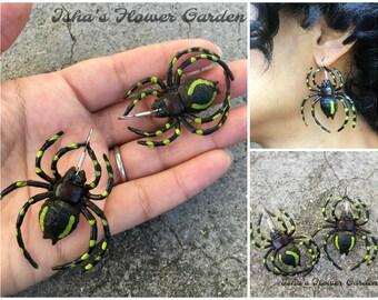 striped spider earrings, spider earrings, Halloween earings, creepy earrings
