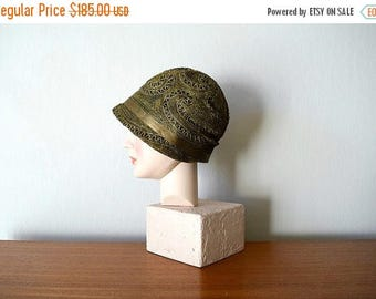 25% SALE Vintage 1920s cloche . vintage 20s black and gold lame hat