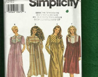 15% OFF SALE Simplicity 7454 Zipper Front Robe or House Coats Sizes XS..S..M