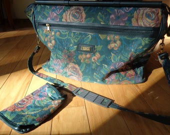 Vintage Woven Floral Tapestry Overnight Travel Bag with matching cosmetic bag in Very Good Condition which has hardly been used