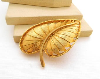 Vintage Retro Signed BSK Yellow Gold Tone Large Modernist Leaf Brooch Pin PP17