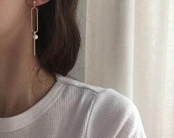 ON SALE Delicate gold elongated oval chain & pearl earrings - chain earrings