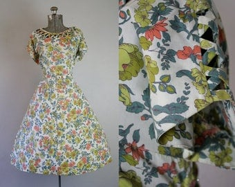 1950's Floral Cotton Volup Sun Dress with Cut Outs / Size XLarge