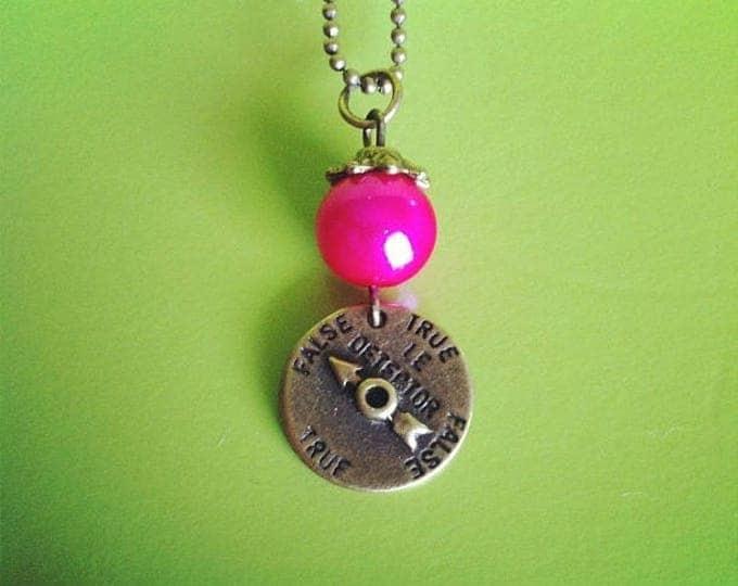 Fuchsia Pearl lie detector brass chain necklace