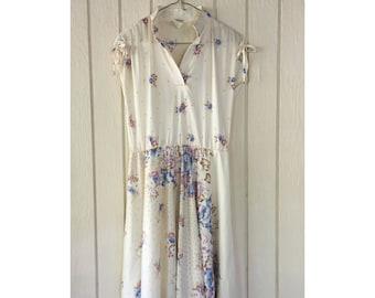 Cream Vintage 1970s 'Montgomery Ward' Floral Dress. Size M
