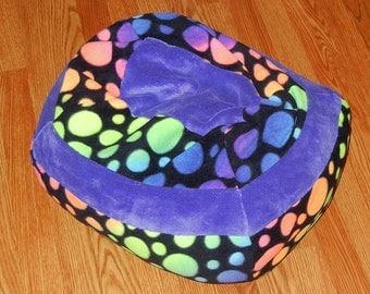 Small Wide Washable Fleece Pet Bed - Polka Dots