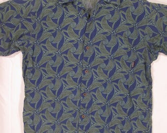 vintage, Patagonia organic cotton blue green spiral leafs with matched pocket mens shirt sleeve size M