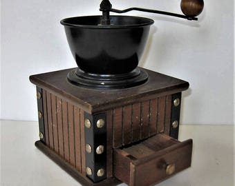 """Vintage wood Coffee Grinder, Farmhouse Kitchen, Retro Collectible, 5 1/4"""" x 8"""", Wood Box, brad fittings, Shabby Cottage style, gift idea"""