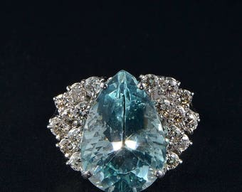 Superb vintage 13.00 Ct natural aquamarine and diamond one off ring