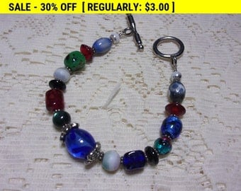 Art glass bead bracelet with toggle clasp