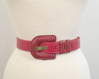 Vintage RED LEATHER BELT/size Medium