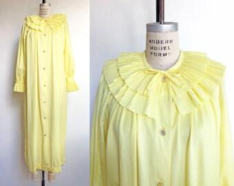 1960s 1970s Vintage Robe Yellow 60s 70s Peignoir Housecoat Pierrot Collar Ruffles / Large XL