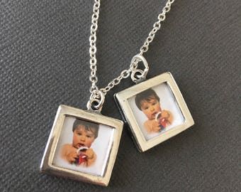 Picture Frame charm Necklace, Baby photo frame necklace, Gift for New Mom or grandma, Baby shower gift, expecting mother's gift, muse411