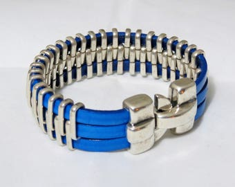 Bracelet leather bands and silver metal.