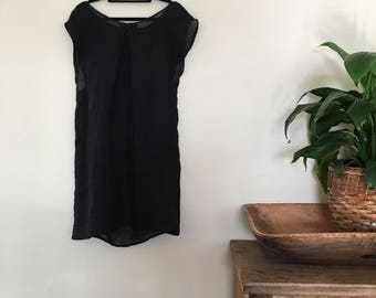 Black linen Dress.Size 6 to 8.