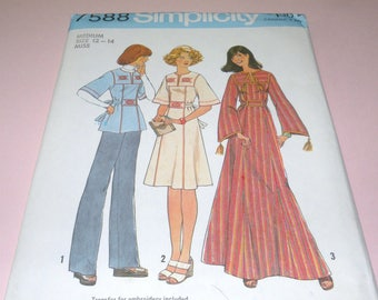 1976 Simplicity 7588 Caftan, Dress and Top size Medium 12-14 UNCUT and Complete with Transfers