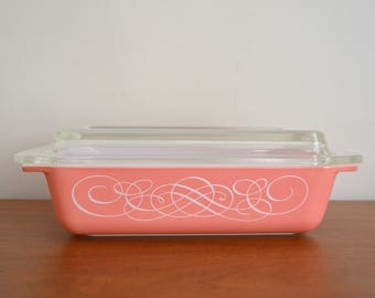 Pyrex Pink Scroll Promotional Cinderella Serving Casserole Space Saver Rectangular with Clear Lid. #575 2 Quarts. Mid Century Modern Kitchen