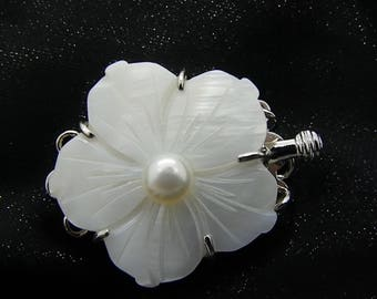 Clasp flower 3 row mother of Pearl 25 mm * 31 mm