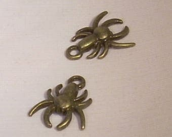 set of 2 Tibetan metal spider charms 17mm bronze