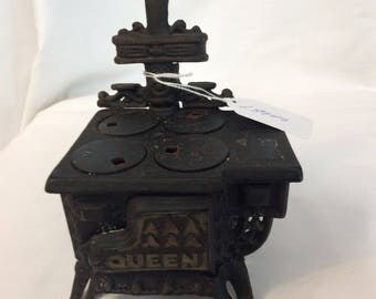 Vintage Queen Miniature Cast Iron black stove