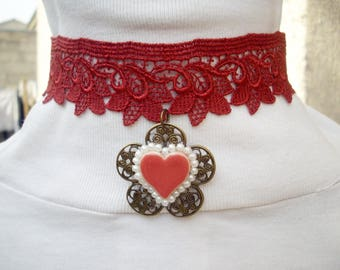 Necklace in burgundy lace, ceramic heart and glass beads