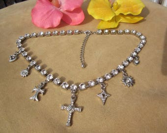 Sparkling Vintage choker-necklace w. clear RHINESTONE & CROSS charms