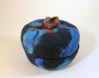 Felted wool jar/wool felted vase/ removable lid/felted wool jewelry container/sky blue dark blue wool jar/felted wool container/flower vase