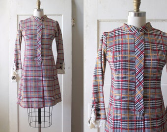 Vintage 1960s Plaid Tweed Shift Dress / 60s Mod Mini Dress / Twiggy Dress