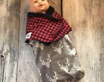 Small cocoon, Sleeping bag, sleep bag, swaddling blanket, Newborn (0-3 months) Gray deer and red / black tiles, soft black interior