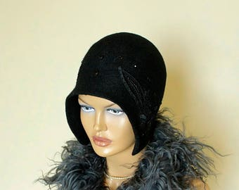 Black hat decorated with applique and glass beads Felted hat Felt hat Cap felted 1920s Retro cap