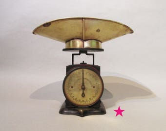 Brass Dial - Universal Family Scale - Patent 1865 - With Tray - Still Works Smoothly!