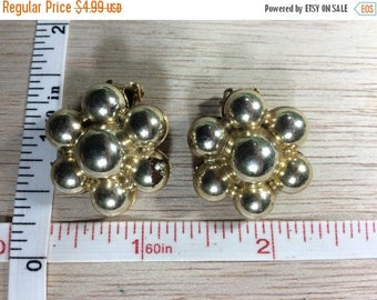 10% OFF 3 day sale Vintage Gold Toned Clip On Earrings Used