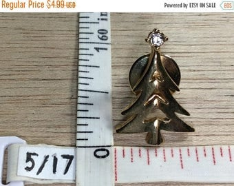 10% OFF 3 day sale Vintage Avon Gold Toned Christmas Tree Rhinestone Pin Brooch Used