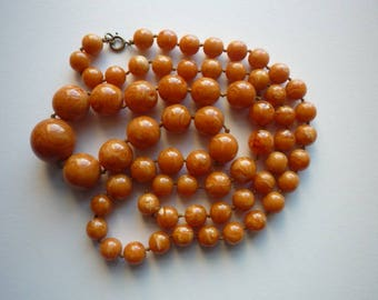 Vintage Marbelized Butterscotch Amber Early Lucite Long Graduated Knotted Bead Necklace