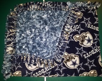 Dallas Cowboys with Navy Blue Spotted Back Fleece Tie Blanket