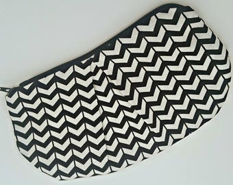 Pleated Clutch - Black & White