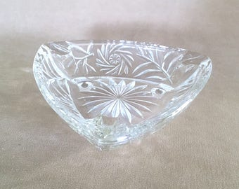 Vintage 50's Hazel Atlas Clear Triangle Footed Ashtray, Pinwheel Pattern Cut Crystal Ashtray, Tobacciana Collector Ashtray Smoking Accessory