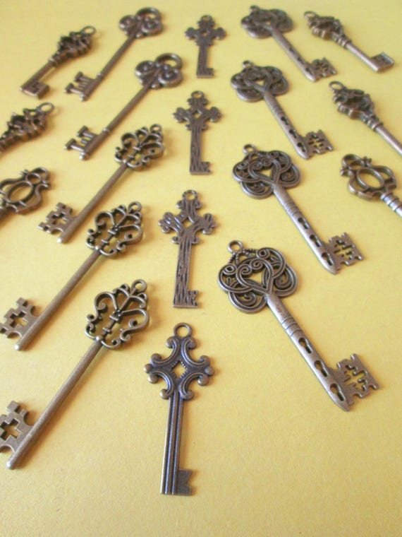 21 Assorted Reproduction Charms Made Of Cast Metal - Fancy Furniture/Door Keys - Make Jewelry - Steampunk Art - Crafts & Etc.